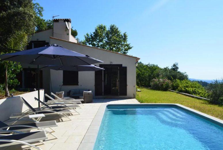 10-persoons-vakantiehuis-met-uitzicht-op-de-bergen-in-Zuid-Frankrijk