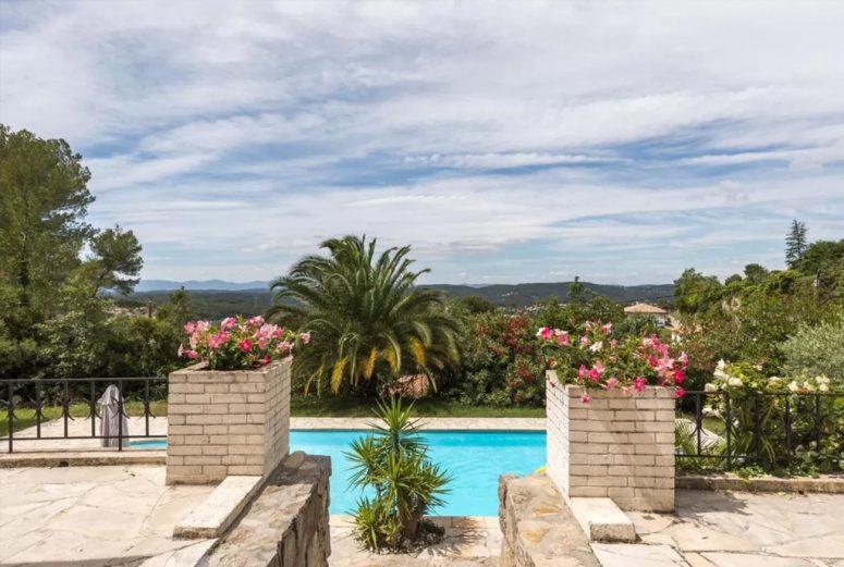 8-persoons-vakantiehuis-met-een-prachtig-uitzicht-in-Zuid-Frankrijk