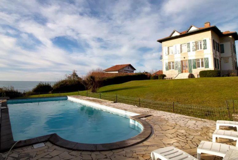 https://www.booking.com/hotel/fr/maison-de-maitre-piscine-vue-ocean-bidart.nl.html