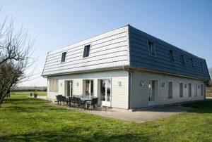 Grote-groep-vakantiehuis-aan-rivier-in-Noord-Frankrijk