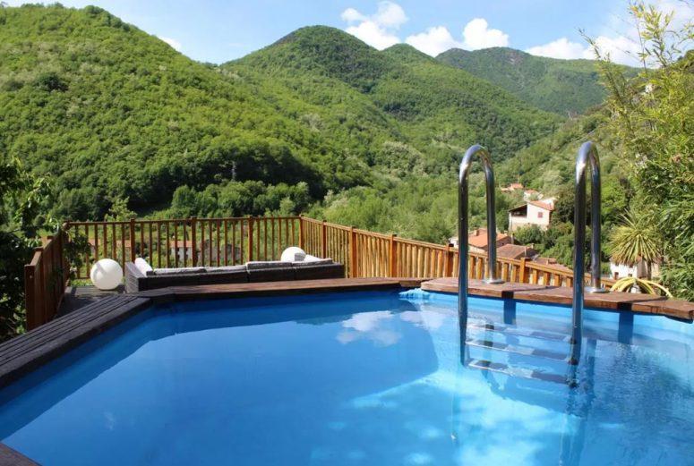Vakantiehuis-Zuid-Frankrijk-10-personen-met-uitzicht-op-de-bergen