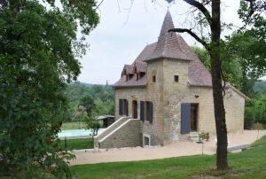 Vakantiehuis-in-Camboulit-Zuid-Frankrijk-uitzicht-op bergen-8-personen