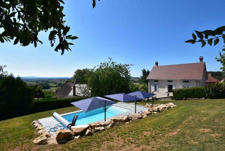Vakantiehuis-met-privé-zwembad-en-uitzicht-in-Noord-Frankrijk