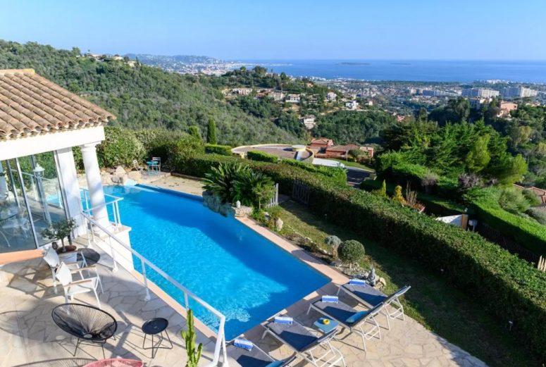 https://www.booking.com/hotel/fr/vue-feerique-mer-et-montagne-piscine-clim-8-10-pers.nl.html