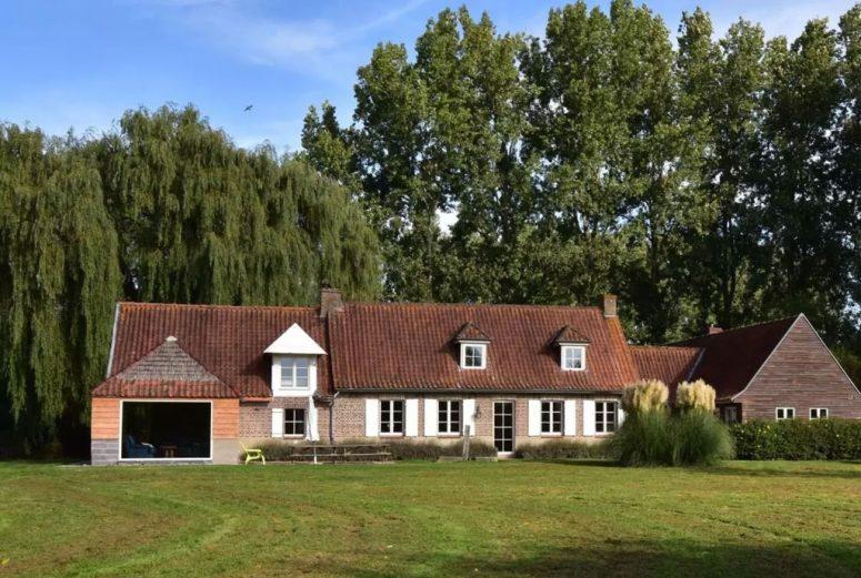 grote-groep-vakantiehuis-in-Noord-Frankrijk-met-Sauna-en-jacuzzi