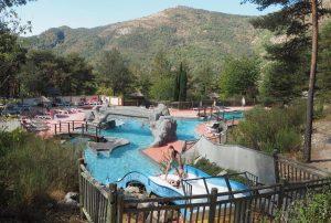 Camping-in-Castellane-Zuid-Frankijk-in-berggebied-nabij-een-rivier