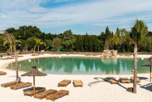 Camping-Le Lagon-Zuid-Frankrijk-met-zwemvijver-nabij-de-zee